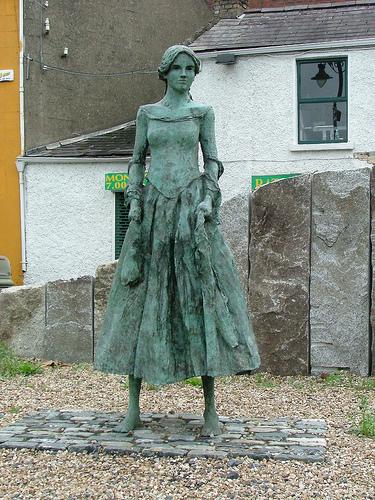 10-09-Annes-Statue